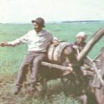 Водовоз Макки Зарипов с внуком